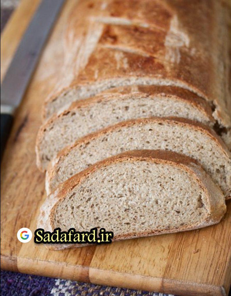 رنگ نان چاودار به دانه چاودار و عوامل رنگی بستگی دارد.