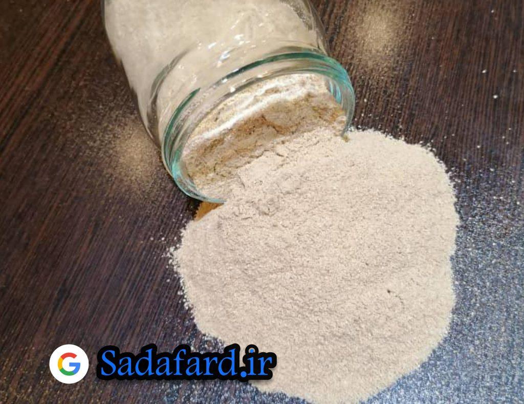 گندم سیاه منبع خوبی از ویتامین های گروه B و مواد معدنی است. بخصوص نیاسین (در سیستم هضم ، پوست و اعصاب استفاده می شود) و ویتامین B2 (ریبوفلاوین) است.