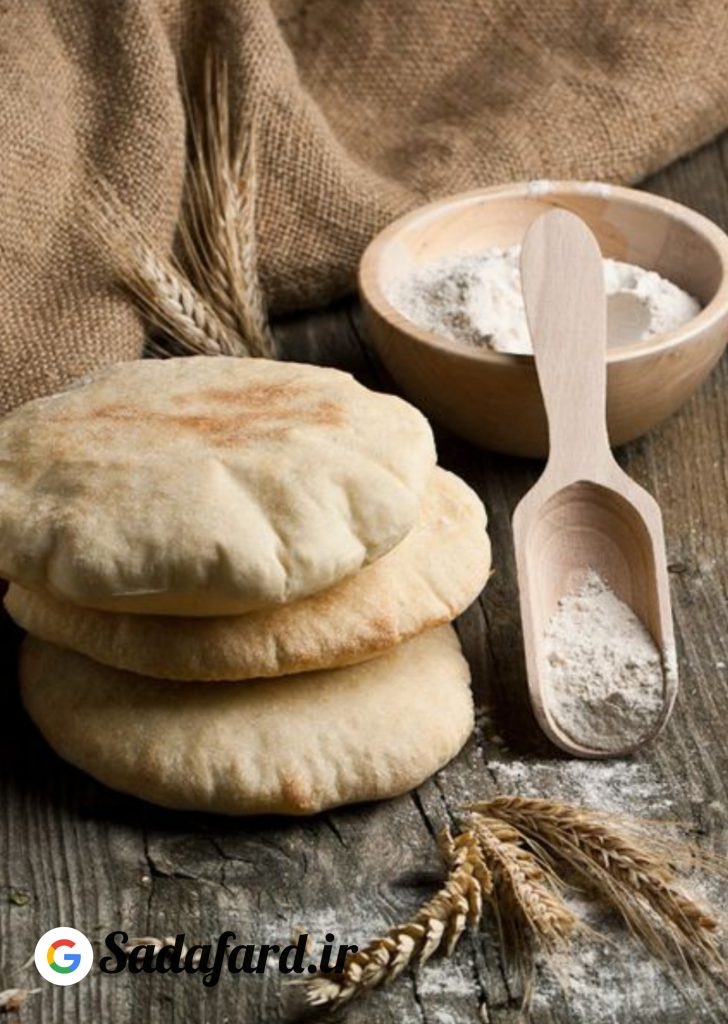 با آرد ،نمک، خمیرماه و آب می توان یک نان خانگی ساده و خوشمزه پخت.