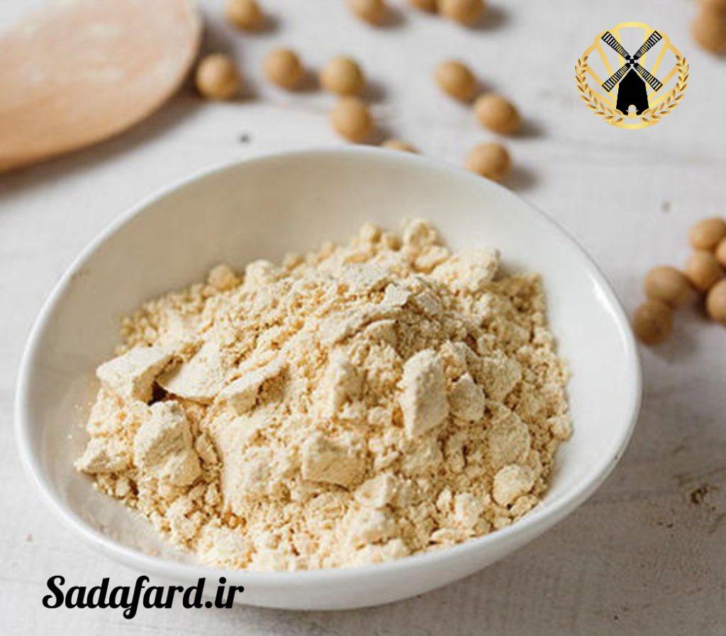 آرد سویا چیست؟ آرد سویا از دانه های گرد و مسطح سویا به دست می آید.