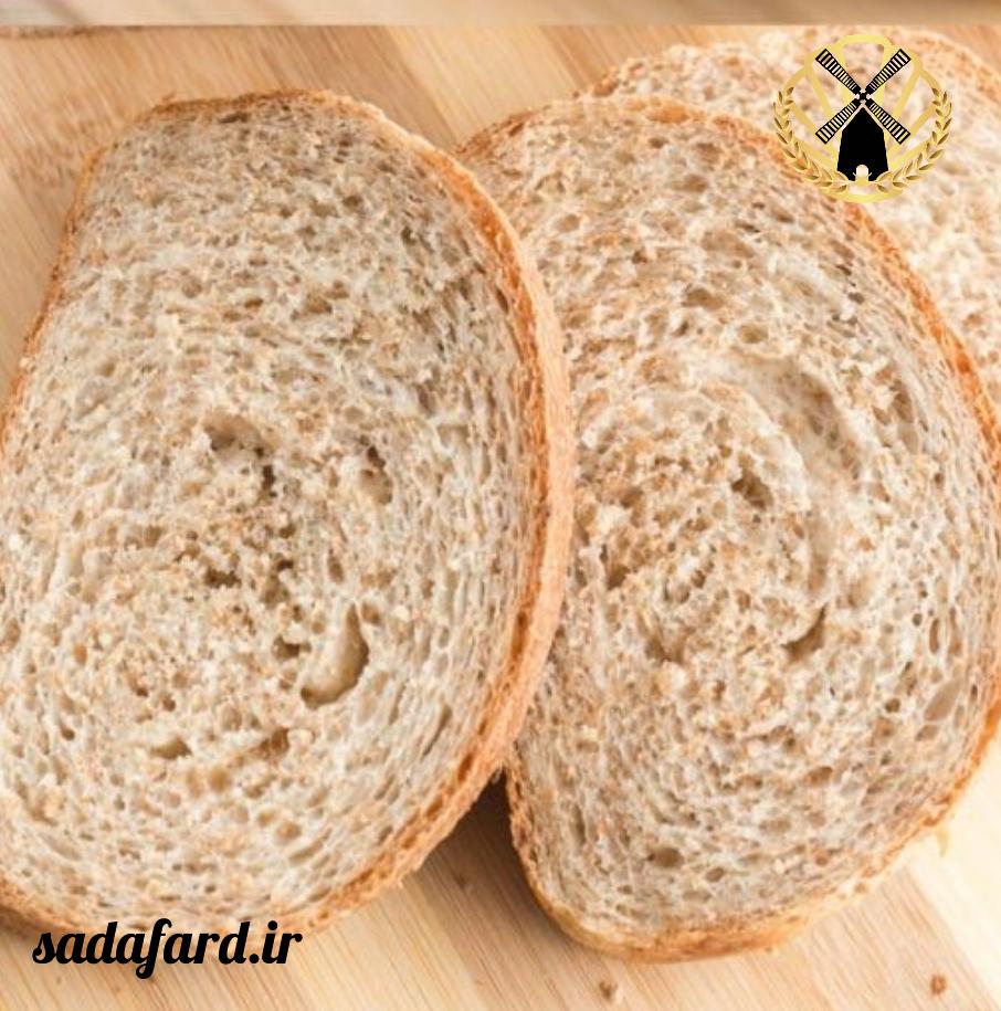 توجه به تازگی آرد خالص بودن و سبوس دار بودن آرد  در زمان خرید آرد گندم کامل