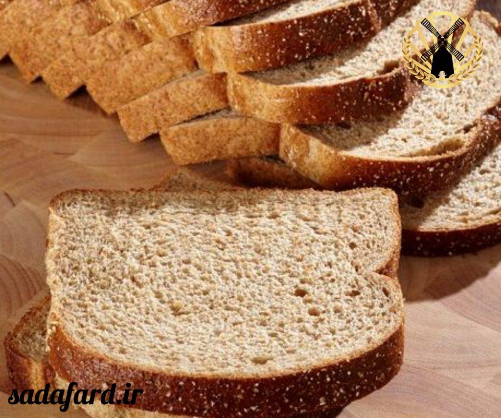 نان پخته شده با آرد  گندم کامل یکی دیگر از نان های سالم می باشد که به دستگاه گوارش کمک بسیاری می کند.