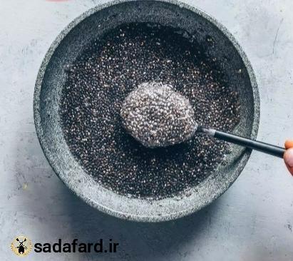 دانه چیا موجود در نان باکویت